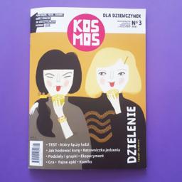 Na zdjęciu okładka magazynu Kosmos dla dziewczynek, a na niej - dwie dziewczynki jedzące cytrynę.